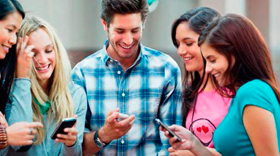 Jóvenes con móviles